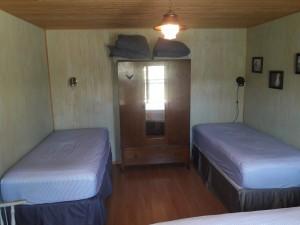 http://moosehavenresort.com/dev/wp-content/uploads/2019/05/cabin-1-twin-beds-300x225.jpg